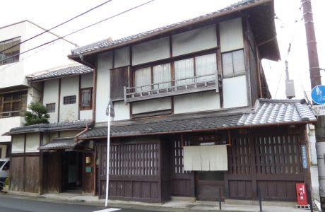登録文化財の料亭で、花街で生まれた「大津絵踊り」を楽しむ